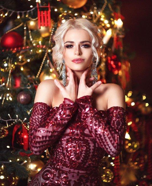 Фотосессия Анасасии Балинской в прекрасных платьях