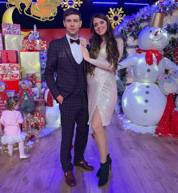 Дима Дмитренко поднимает руку на беременную супругу