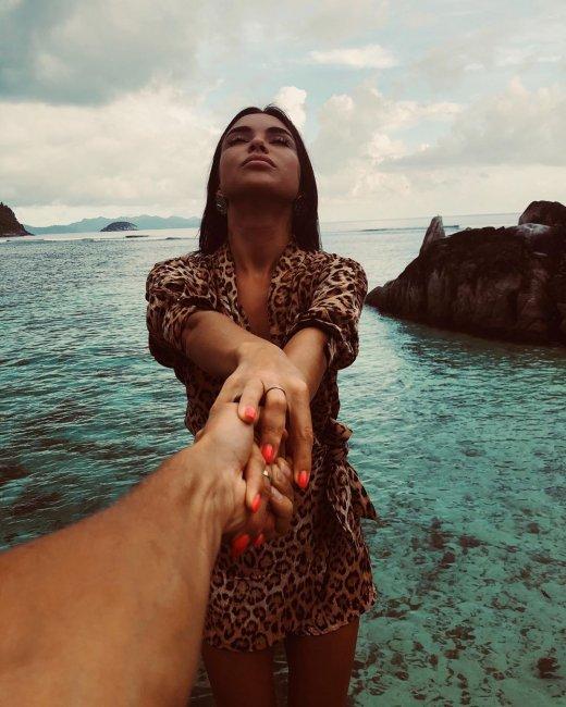 Фотосессия Алины Галимовой на фоне океана