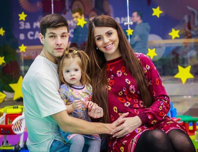 Алена Савкина уверена, что ее сестре придется непросто за периметром