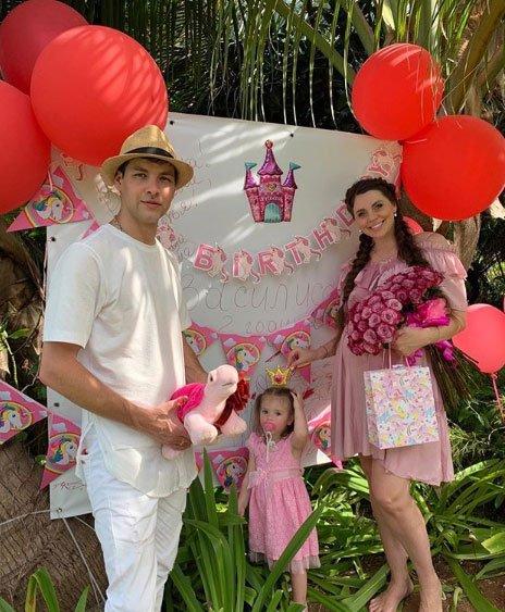 Ольга Рапунцель приложила все усилия, чтобы организовать праздник для дочки