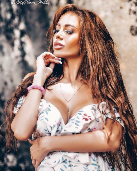 Фотосессия горячей красотки Юлии Белой на Острове любви