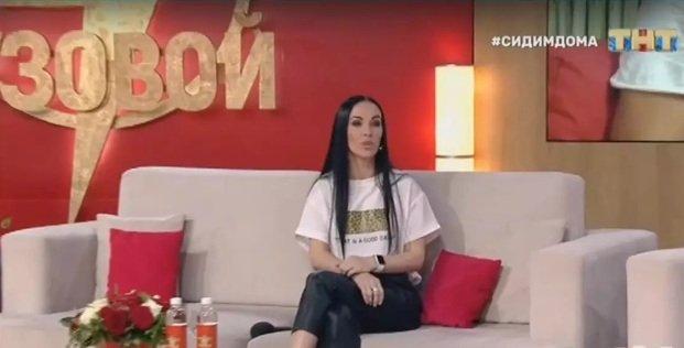 Женя Шамаева угрожает отбить Степана Меньщикова у Ангелины Монах