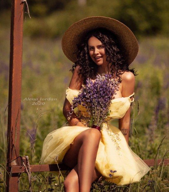 Красивая фотоссесия экс-участницы «Дом 2» Виктории Романец