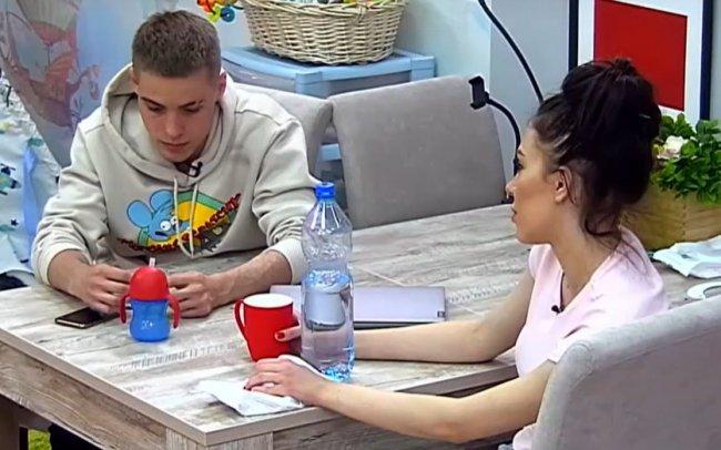 Алена Савкина грозит бросить Максима Колесникова, если он не позовет ее замуж
