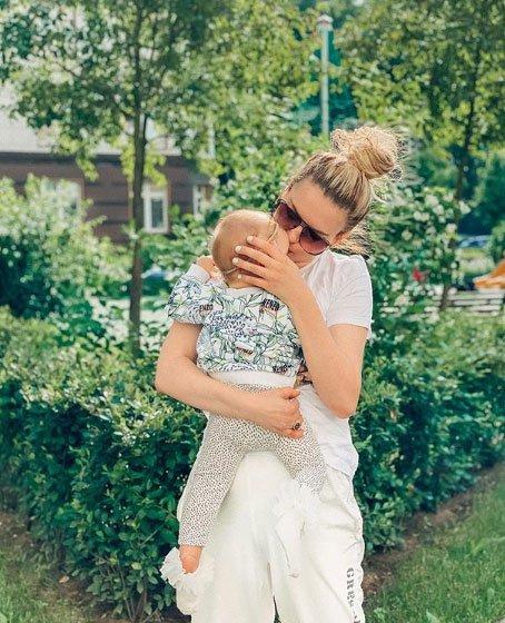 Александра Артемова обеспокоена тем, что ее дочке не становится лучше