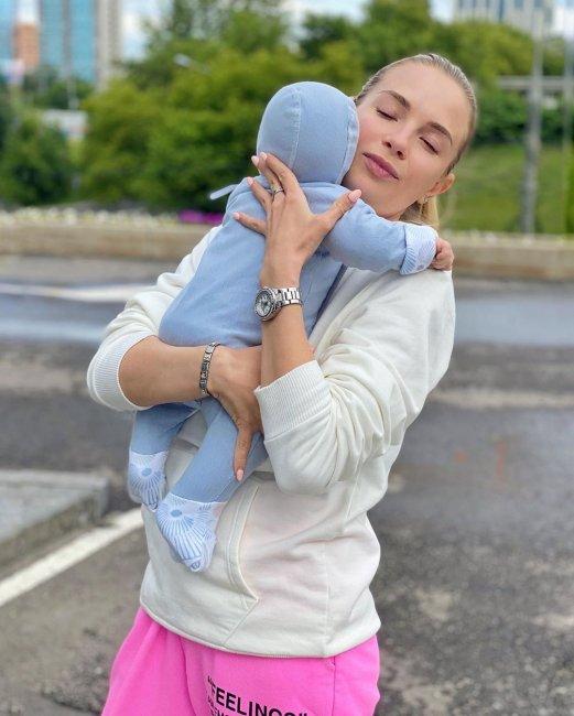 Кристина Черкасова: «Кажется, это необыкновенное чувство быть мамой!»