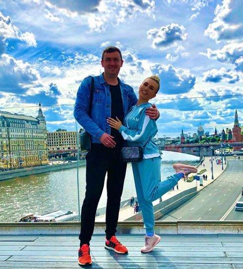 Андрей Шабарин показывает жене интересные места в Москве