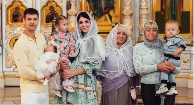 Оля и Дима Дмитренко уже показывают лицо младшей дочери