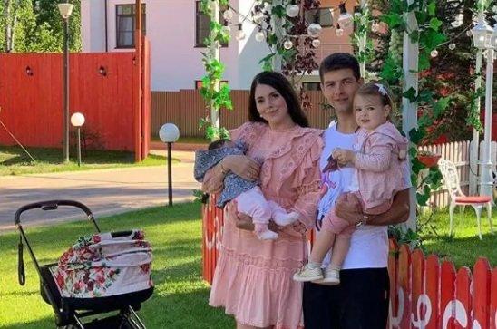 Ольга Рапунцель успешно троллит Сашу Черно
