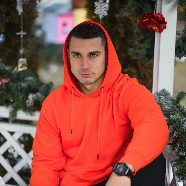 Неуправляемое животное Влад Иванов, должен сидеть в клетке и с намордником