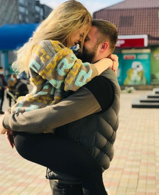 Виктор Литвинов сделал предложение своей девушке