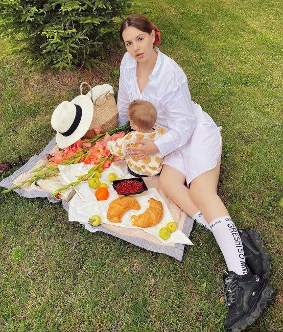 Фотоподборка: Александра Артемова с дочерью Александрией