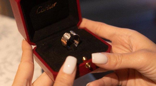 Даня Сахнов подарил Тане Строковой кольцо от Картье