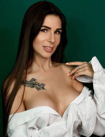 Анастасия Голд довольна тем, как выглядит ее грудь после операции