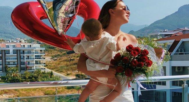 Женя Кузин проигнорировал первый день рождения дочери