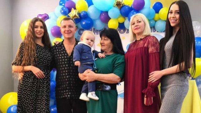 Савкина рассказала, как Яббаров и его мама избили ее и отказались от Богдана