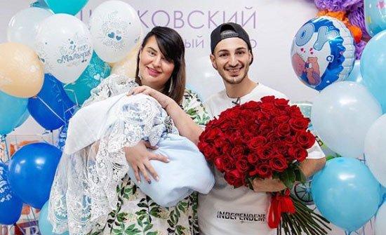 Из Оганесянов зачем-то усиленно лепят счастливую семью