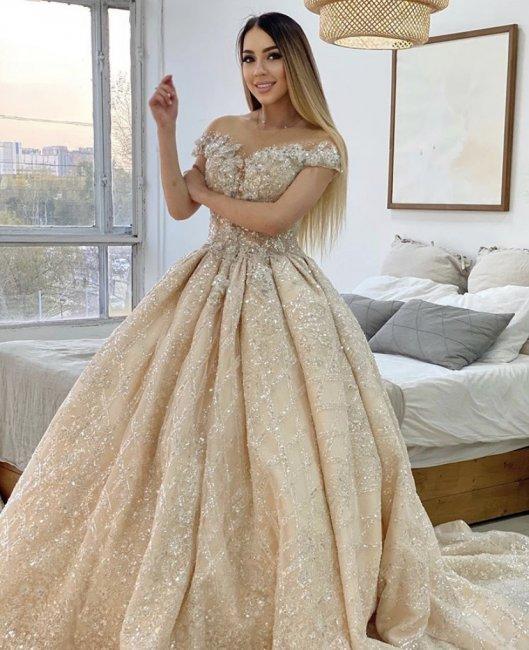 Фотоссесия Алены Савкиной в красивом платье