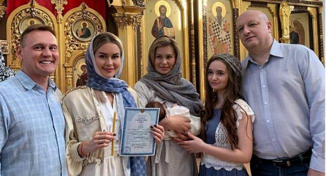 Ангелина Монах раскрыла имя дочери, полученное при крещении