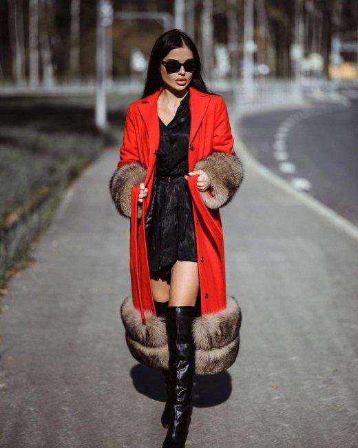 Фотоссесия Яны Шафеевой в красивом пальто