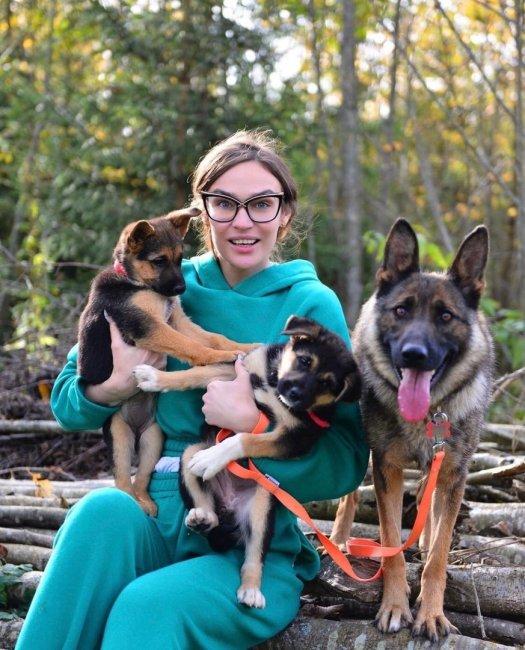 Алена Водонаева в приюте для животных «Котодетки»