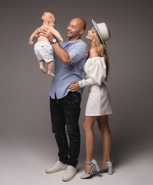 Красивая семейная фотосессия семьи Черкасовых