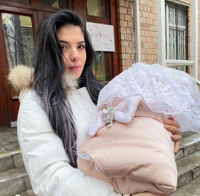 Ирина Пингвинова рассказала о ночном кормлении своей дочери