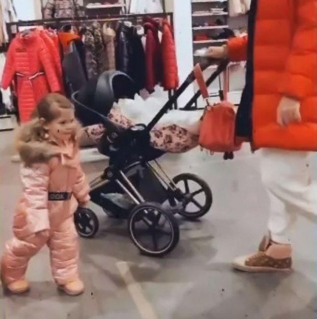 Если бы не хейторы, то дочь Рапунцель так и ходила бы в рекламной курточке без замка ещё года два