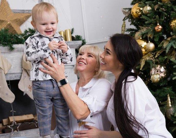 Алена Савкина занята подготовкой ко дню рождения сына