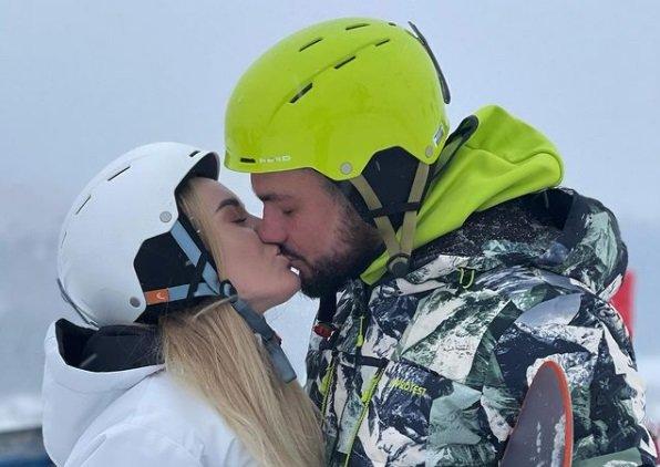 Милена Безбородова и Сергей Захарьяш отдохнули в горах