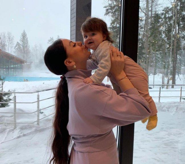 Ольга Рапунцель поздравила свою дочь Софию, которой исполнилось 8 месяцев