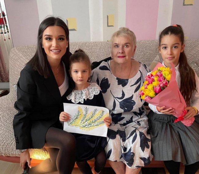 Ксения Бородина поздравила свою любимую бабушку с Днем рождения