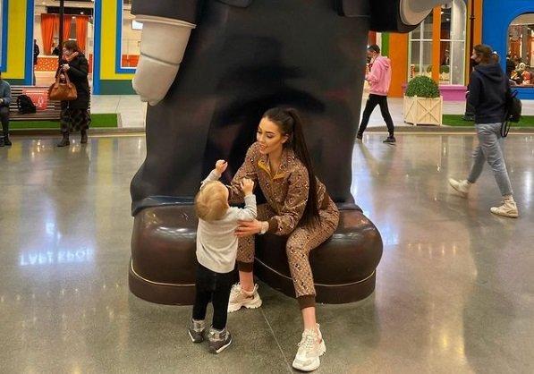 Алена Савкина легла с сыном в больницу - Богдану стало хуже