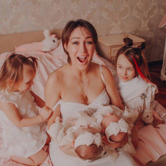 Красивая фотоссесия Алены Ашмариной и её дочерей