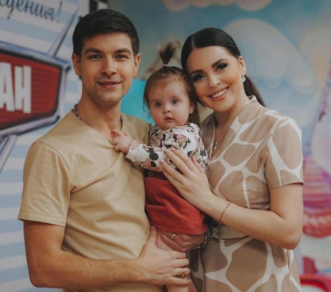 Диме Дмитренко ничего не остается, как жить по сценарию своей жены