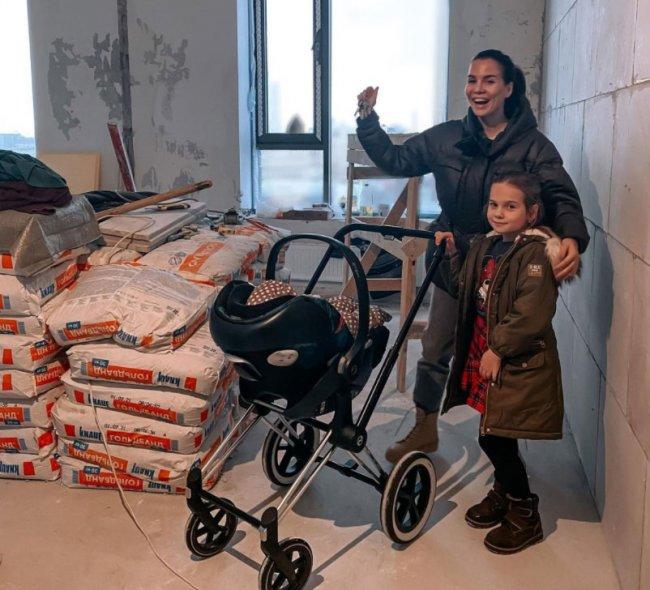 Александра Гозиас с мужем приобрели свое жилье, и задумались о пополнении