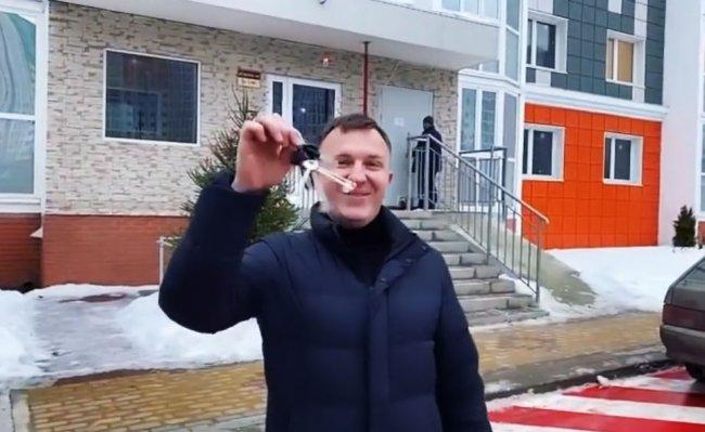 Интересно, кто выплачивает ипотеку за квартиру, Илья Яббаров или Настя Голд?