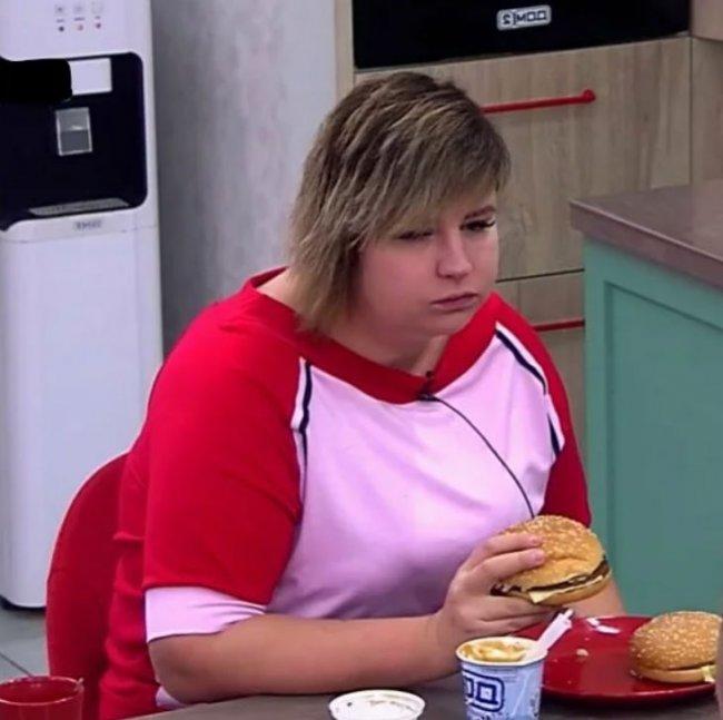 Раньше за Сашей Черно хотя бы камеры следили, что она ест, теперь думаю происходит всё бесконтрольно