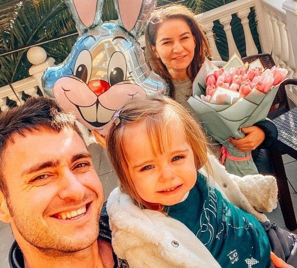 Алексей Безус хочет перевезти дочь Мию и Лену в Сочи