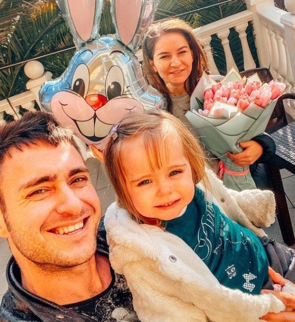 Алексей Безус хочет перевести свою дочь и её маму в Сочи