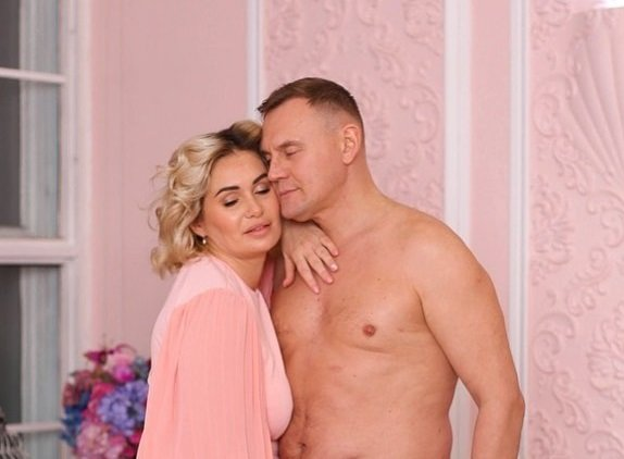 Ангелина Монах тоскует и ждет Степана Меньщикова