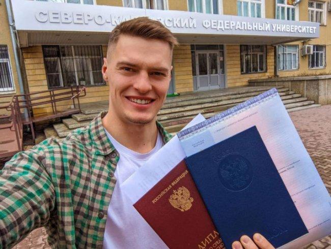 Паша Бабич похвастался дипломом о высшем образовании