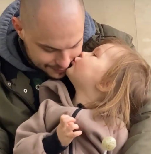 Очень хорошо, что Алена Ашмарина понимает, что для её дочери важно общение с отцом