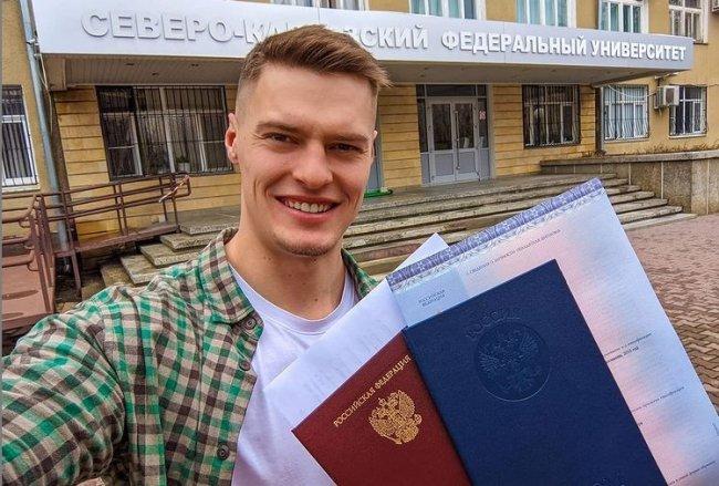 Павел Бабич получил диплом о высшем образовании