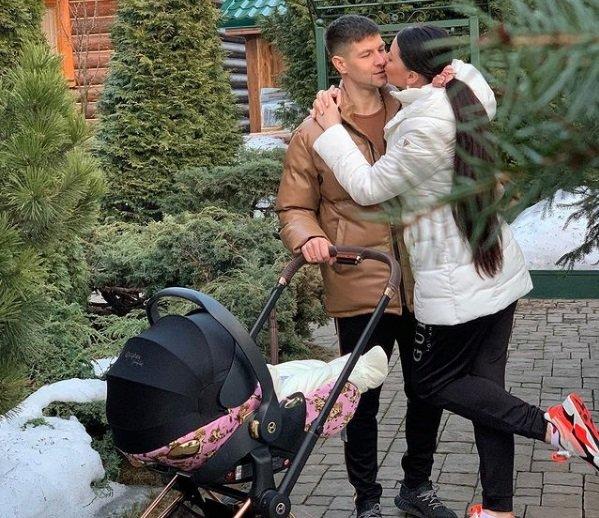 Оля Рапунцель устроила фотосессию с бабочками для Василисы