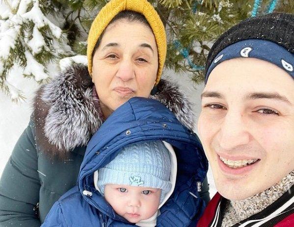 Сын Иосифа Оганесяна и Саши Черно не дает родителям есть