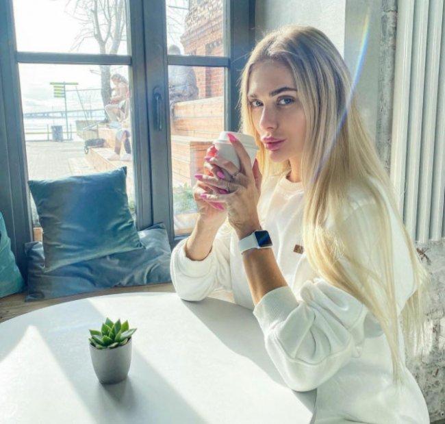 Юля Жукова считает, что женщина на протяжении всей жизни должна вкладывать в себя ресурсы