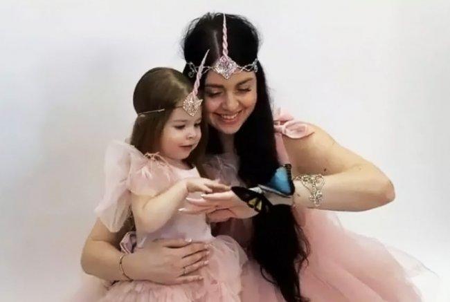 Все понимают, что Ольга Рапунцель будет натаскивать своих дочерей на то, чем занималась сама