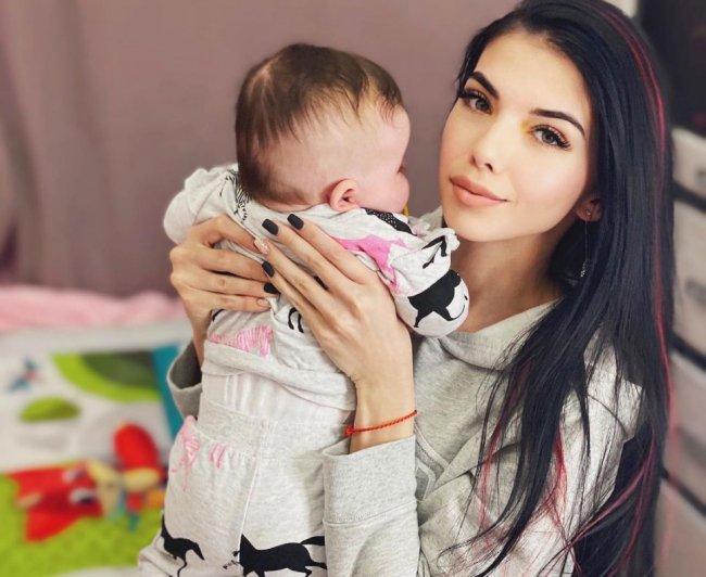 Ира Пингвинова объяснила, почему она не будет сбривать волосы своей дочери